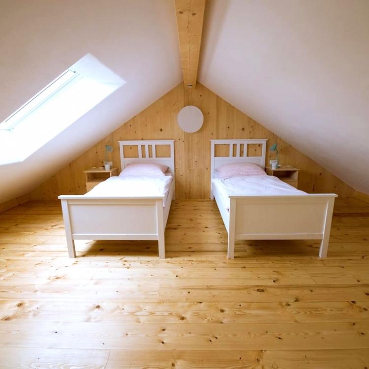 hinterland-ferienwohnung-schlafzimmer-oben